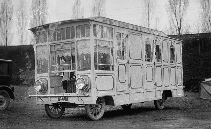 Ten pojazd kempingowy na podwoziu Forda model T  (a może TT?) sfotografowano 9 kwietnia 1924 roku.