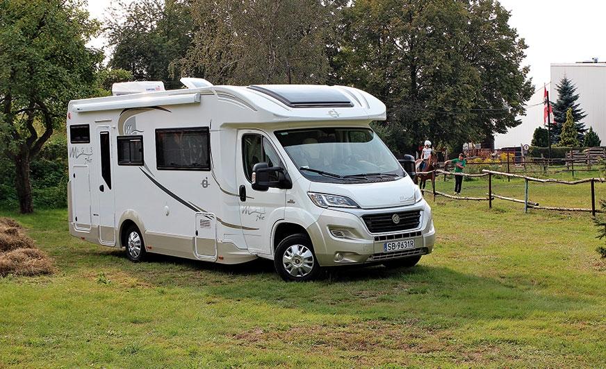 Magis 74XT marki Caravans International to propozycja aż dla siedmiu osób.