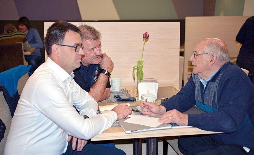ZHansem Striewskim spotkaliśmy się przy udziale Ryszarda Smolicza, wieloletniego przyjaciela rodziny Striewskich. Na zdjęciu od lewej: Sebastian Klauz (Polski Caravaning), Ryszard Smolicz iHans Striewski.