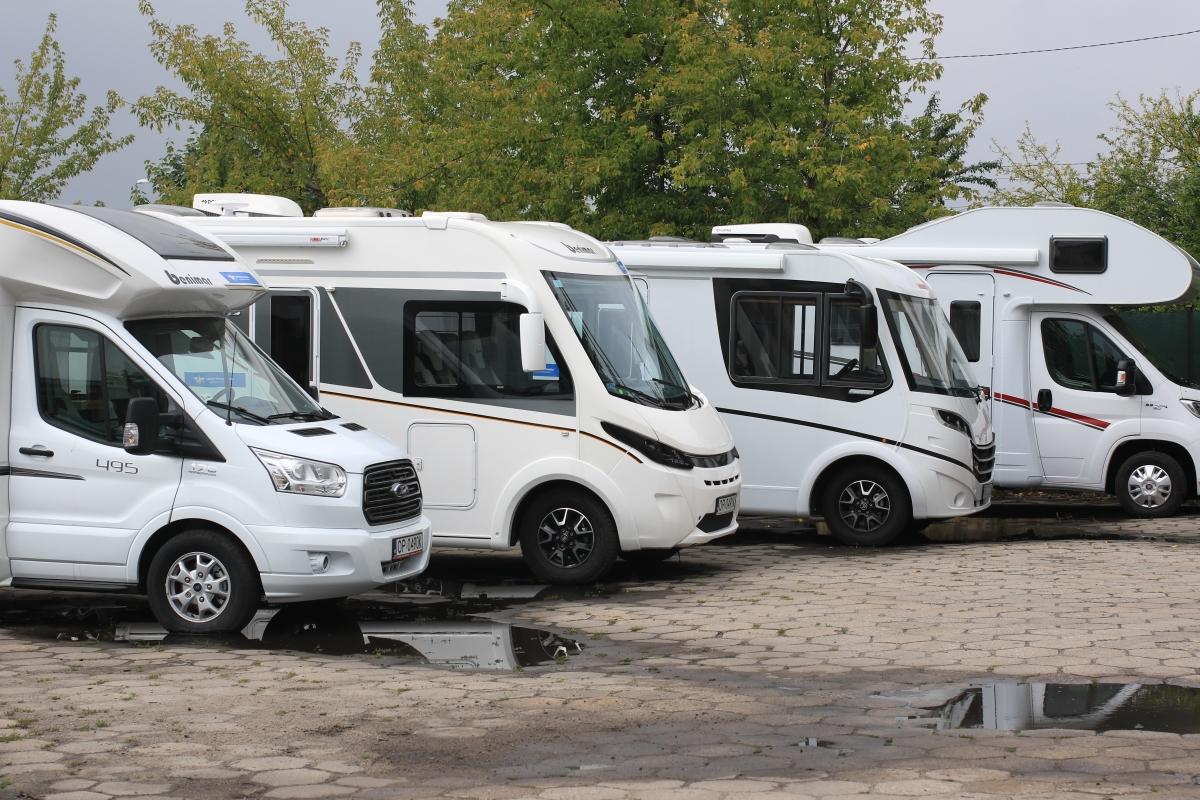 Na rynku funkcjonują duże wypożyczalnie (posiadające po około 30 pojazdów w ofercie) i mniejsze, których flota składa się z maksymalnie 5 kamperów