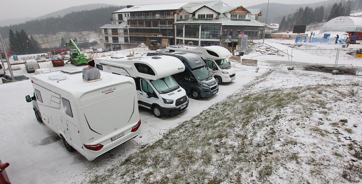Nadal w Polsce brakuje miejsc zimowych dedykowanych kamperom i przyczepom