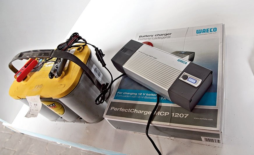 Ładowarka PerfectCharge to podręczna technologia ładowania wpołączeniu zdoskonałym wykończeniem ipełnym komfortem użytkowania.