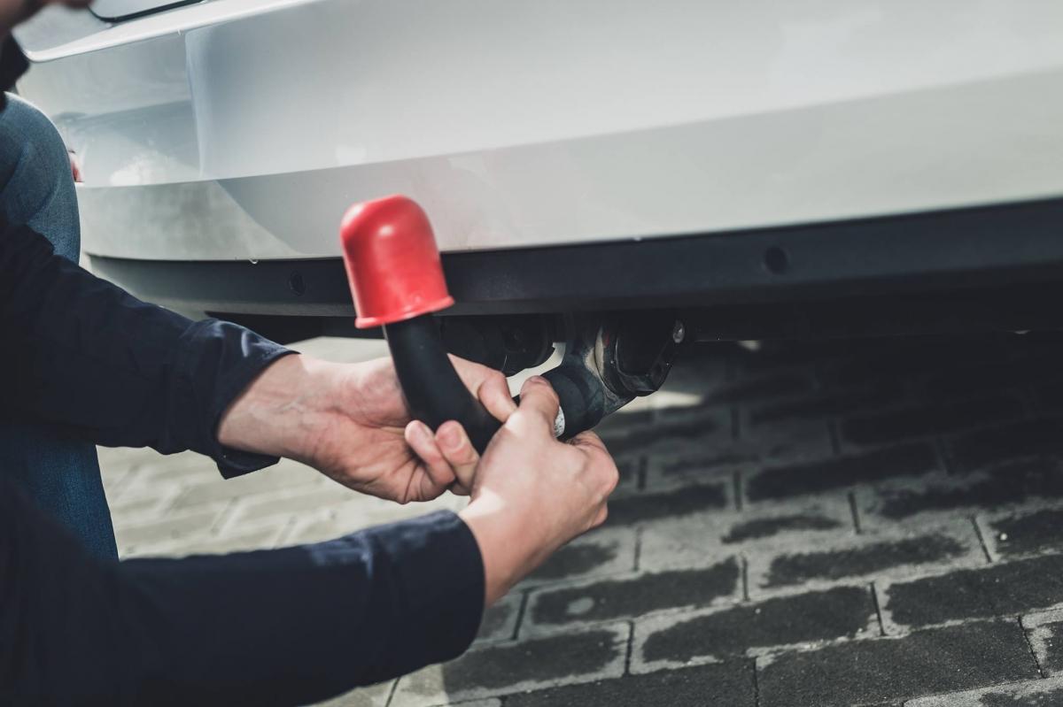 W samochodach wyposażonych w tylne czujniki parkowania nie ma żadnego problemu z montażem haka holowniczego.