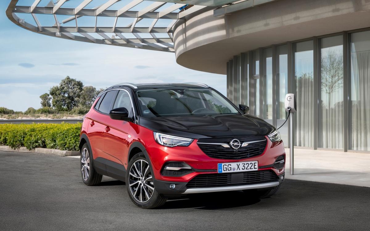 Opel Grandland X jako hybryda plug in z napędem 4x4