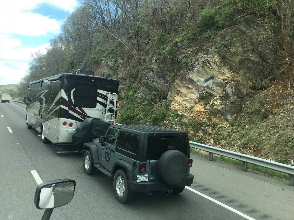 Jeep Wrangler od dawna jest popularnym pojazdem do holowania na ramie holowniczej.