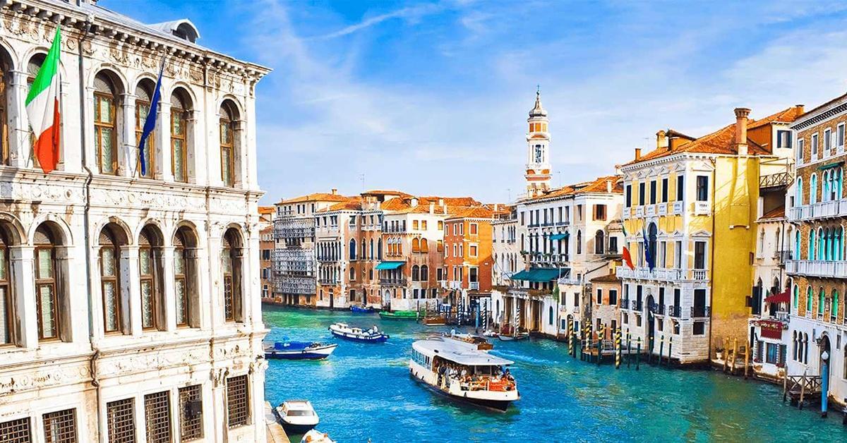 Włoski sektor turystyczny liczy straty. 30% rezerwacji odwołanych