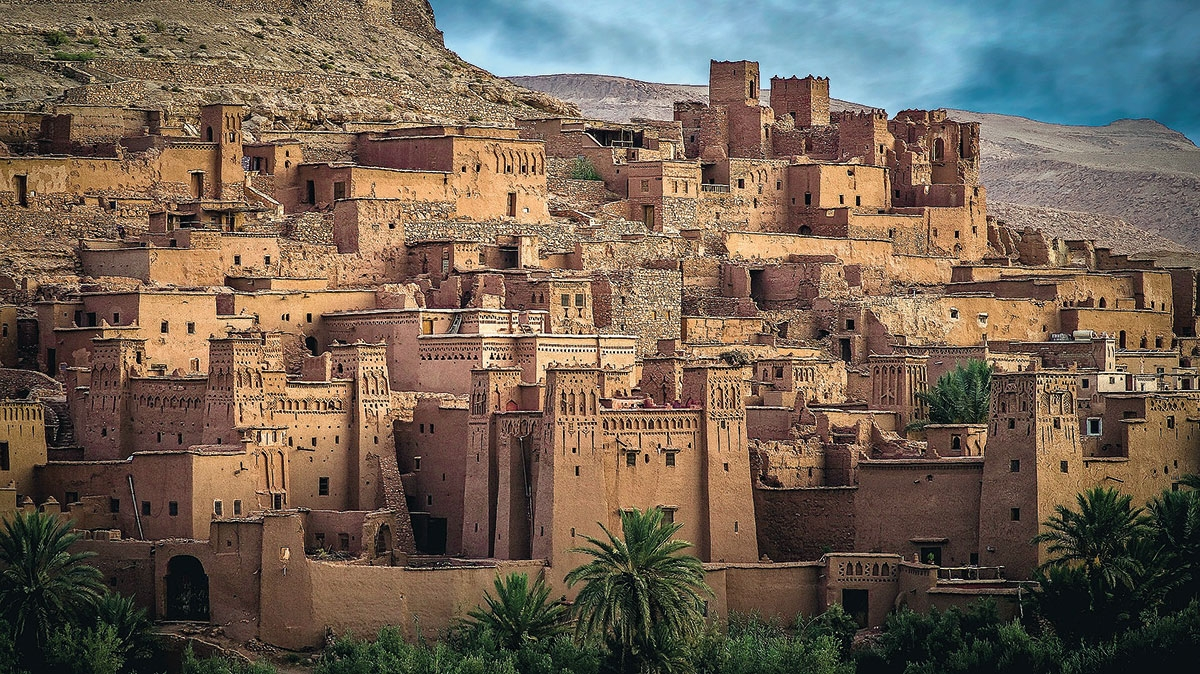 Ajt Bin Haddu - ufortyfikowana osada, leżąca ok. 30 km na północny-zachód od miasta Warzazat, wpisana na listę światowego dziedzictwa UNESCO