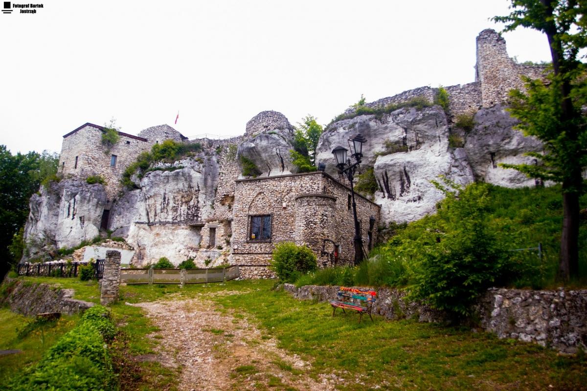 Widok na zamek zlokalizowany obok Ośrodka