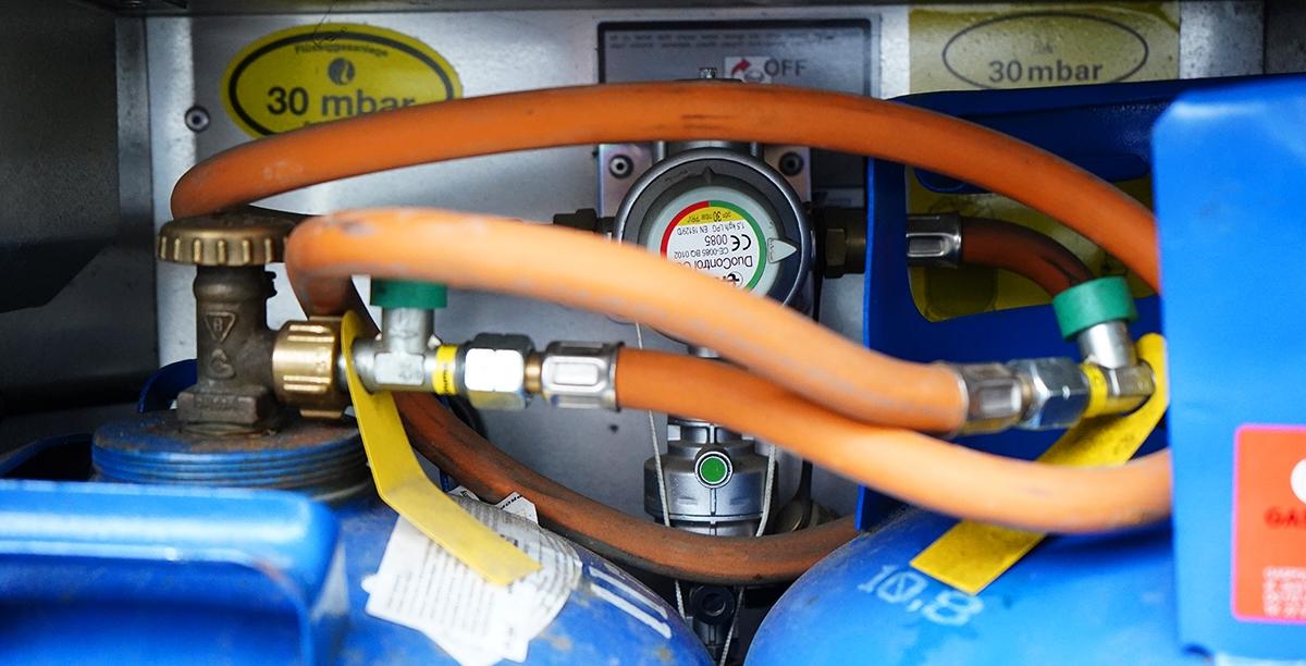 System Truma DuoControl odpowiada za automatyczne przełączenie poboru gazu z jednej butli na drugą. Alternatywą dla marki Truma jest GOK
