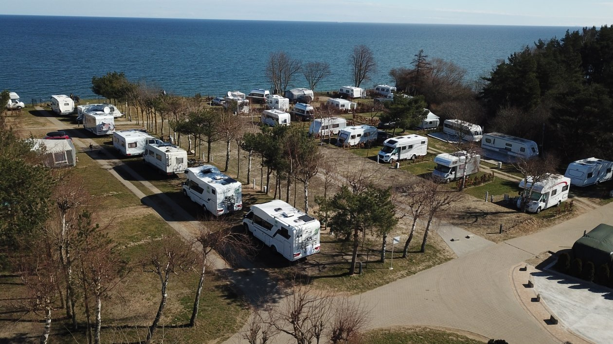 One of the March weekends at a campsite by the Polish seaside. Despite the very early spring and low temperatures, over 100 crews appeared in the field.