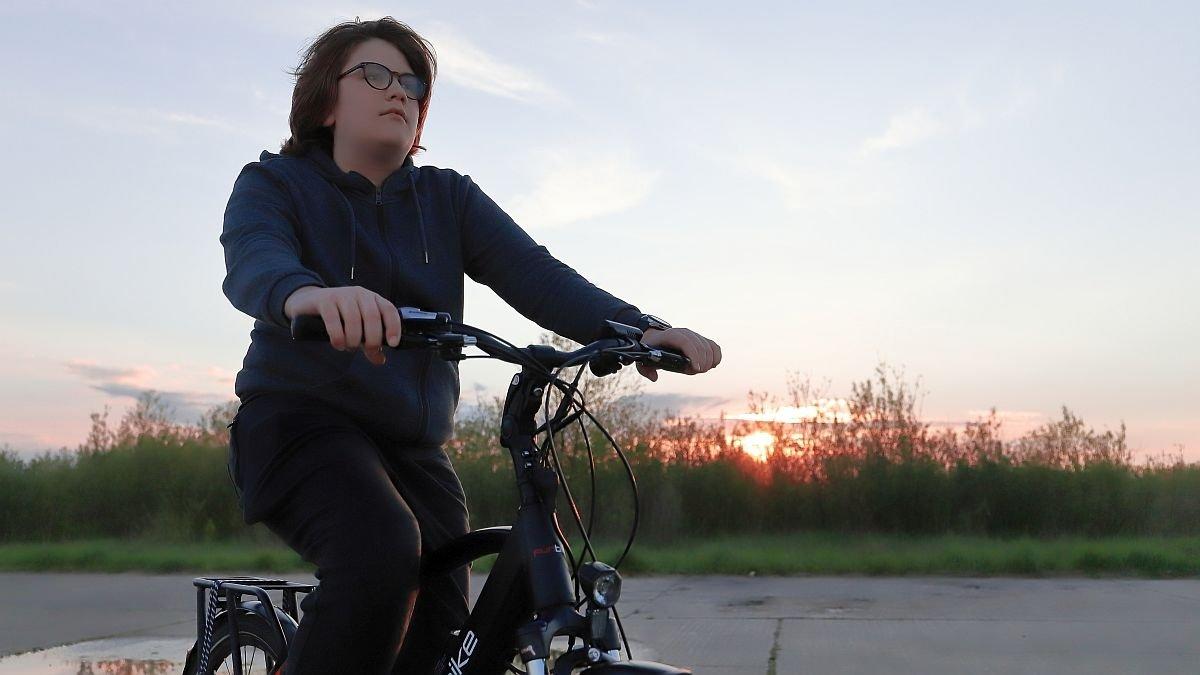 Czy opierać rower o kampera?