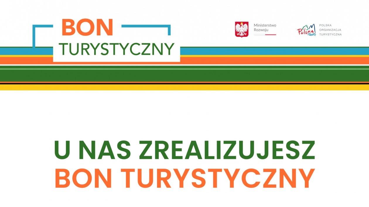 Polacy masowo płacą Bonem Turystycznym