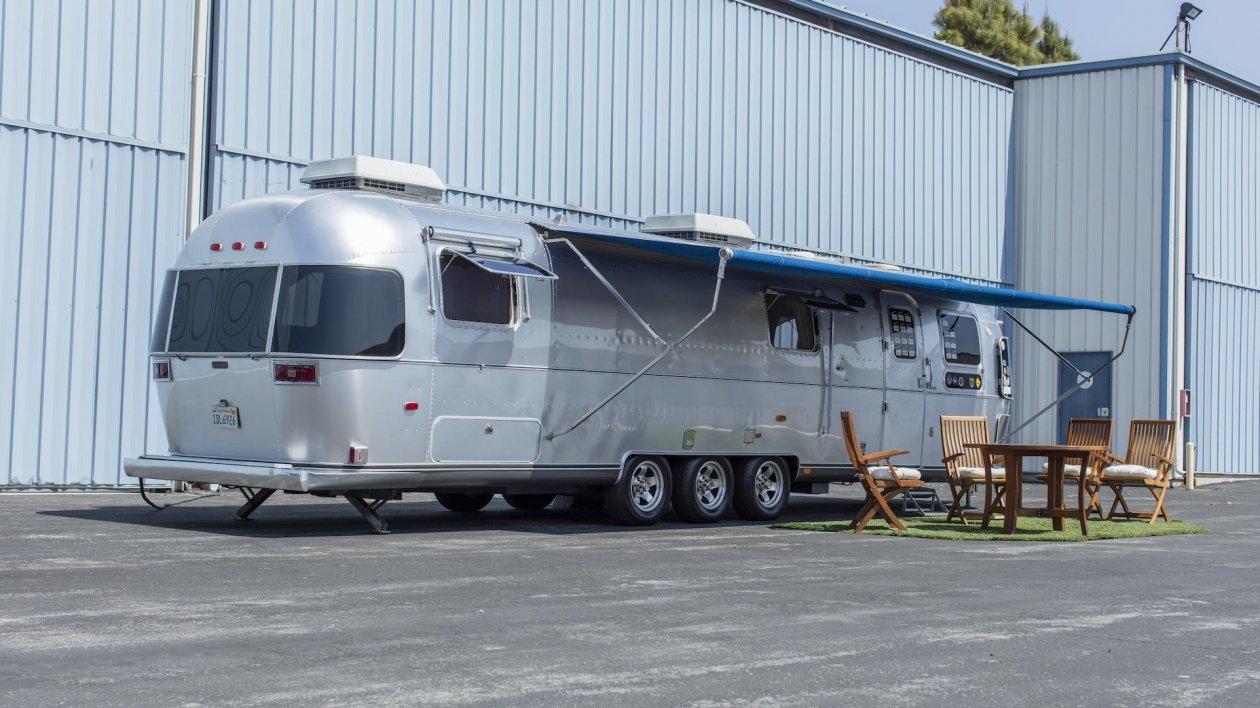 Tom Hanks sprzedaje swojego Airstream'a