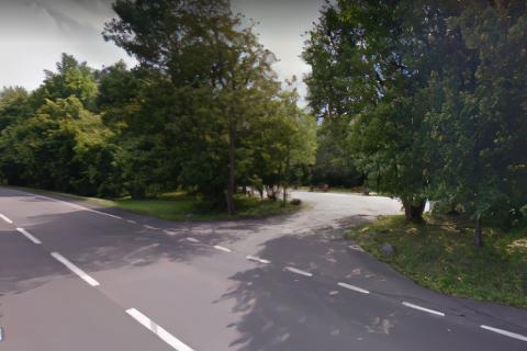 Miejscówka 475   Parking w lesie Monitorowany