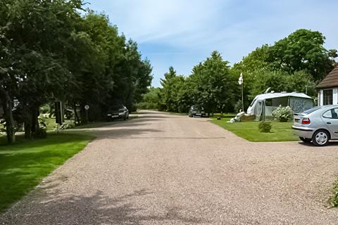 Elmhirst Lakes Caravan Park
