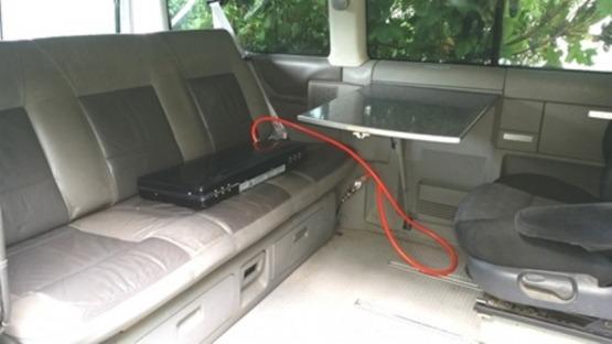 VW Multivan z wyposażeniem kamperowym.